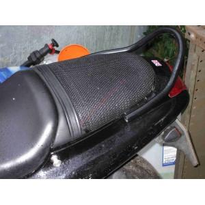 Malla antideslizante Triboseat para Triumph Daytona 955i (1998-2001)